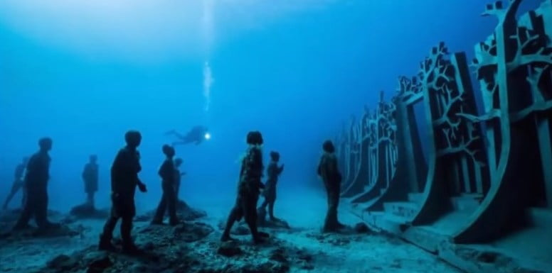 Google Earth: Enormous Underwater Wall Encircles Our Planet